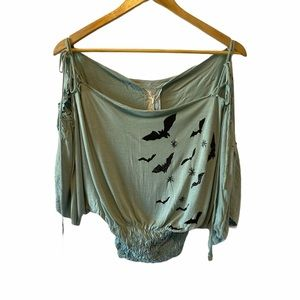 NWT Cropped Graphic Bat Wing Accordion Bottom Top